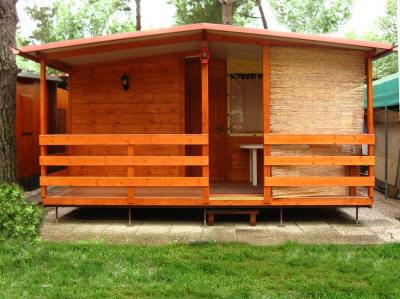 Case mobili preingressi roulotte casette in legno tettoie pedane coperture roulotte verande - Mobile terrazzo legno ...